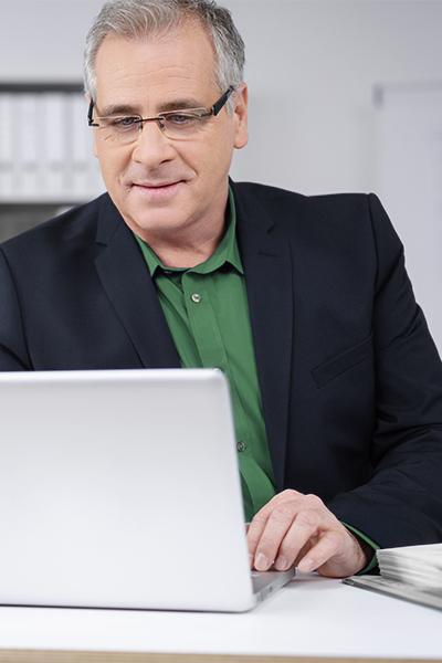Man connecting to QuickBooks